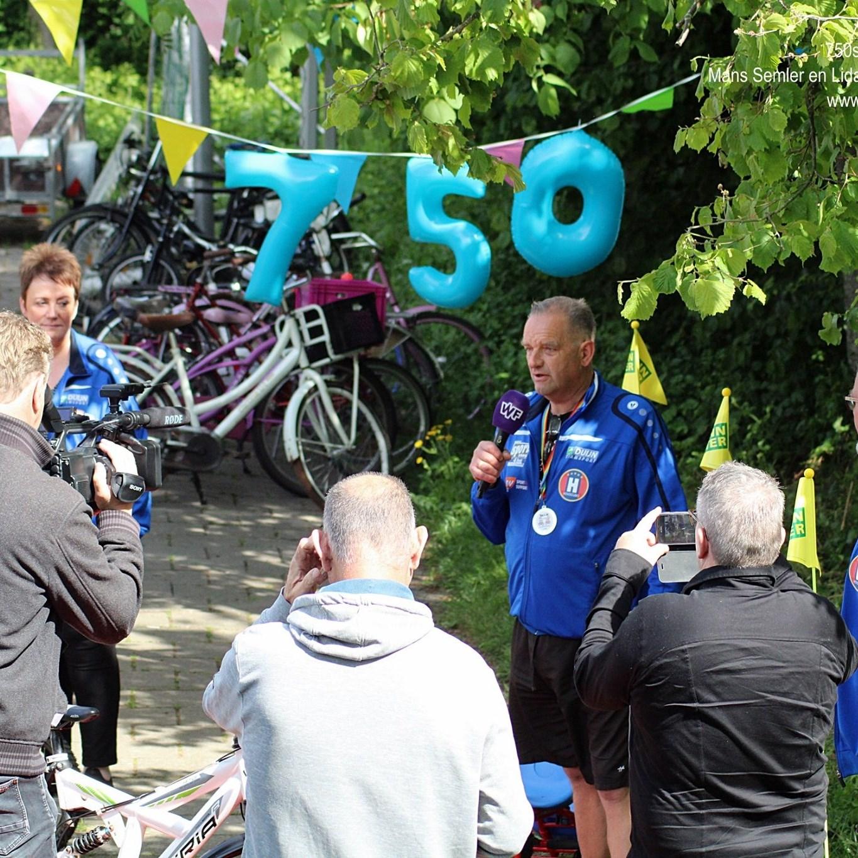 Mans en Jan geven 750ste fiets weg: &quote;Ze maken mensen heel erg blij&quote;